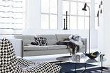 Wohnzimmer in Schwarz-Weiß und Ethnomustern