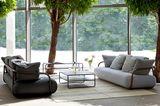 "Sofa ""2002"" von Thonet"