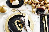 Festliche Ostertafel in Gold, Schwarz und Weiß