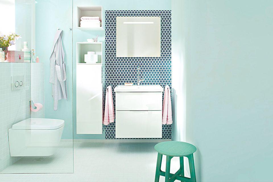 Badezimmer in Grün und Weiß