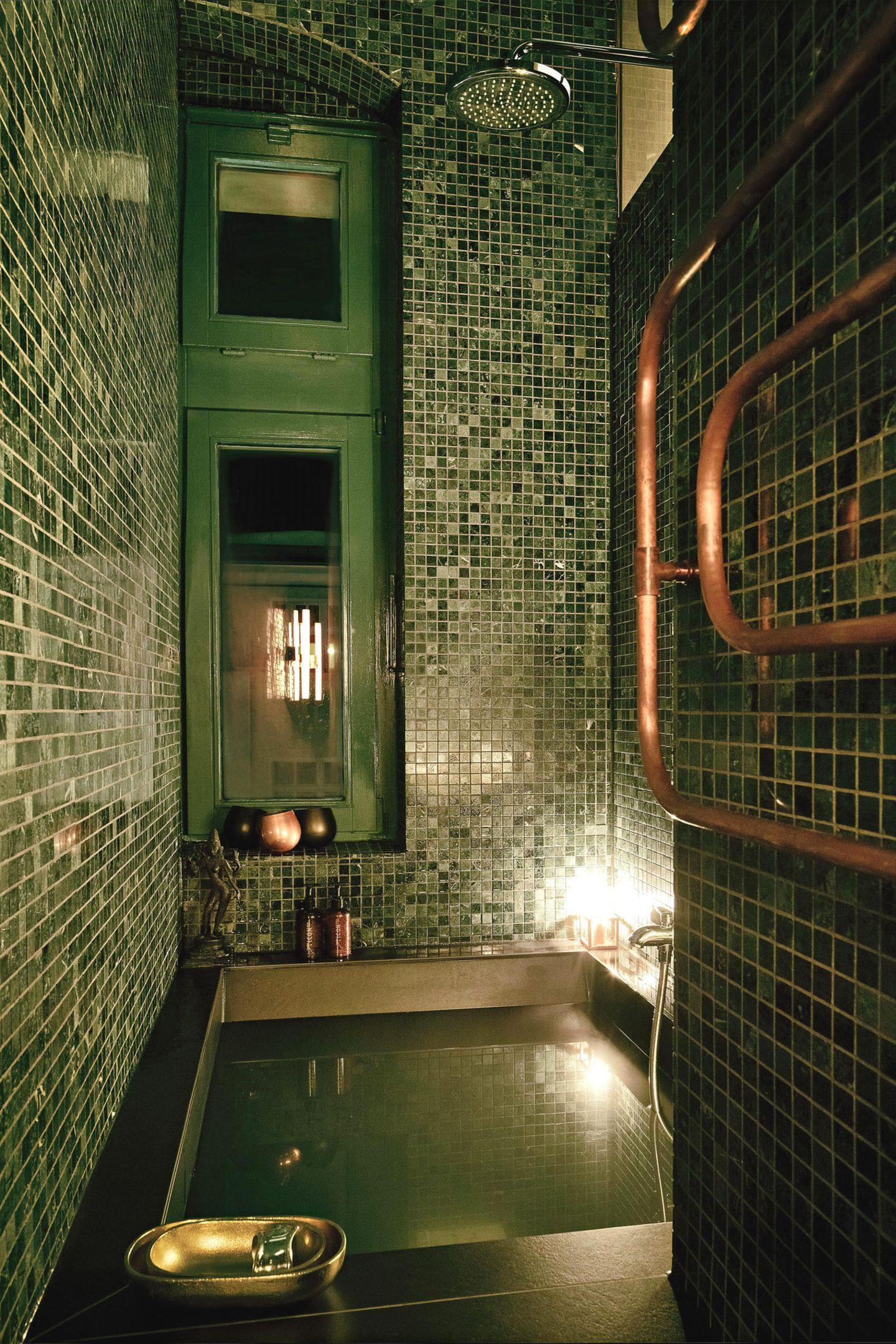 Luxuriöses, kleines Bad