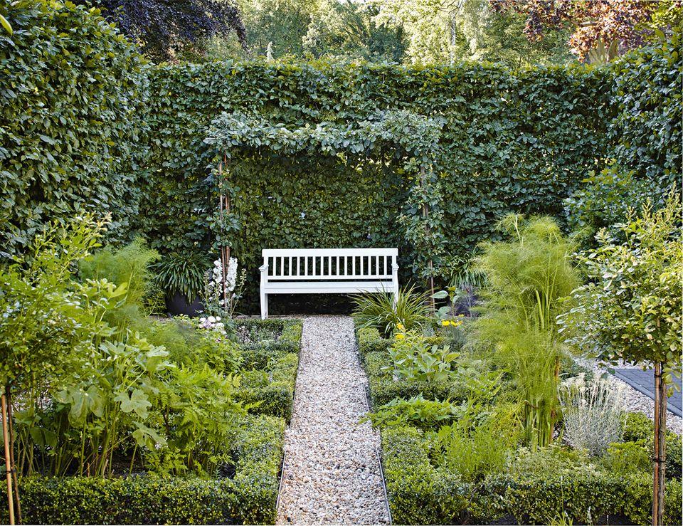 Gartenbank in einem Stadtgarten