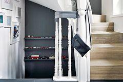 Treppenhaus mit Bildern
