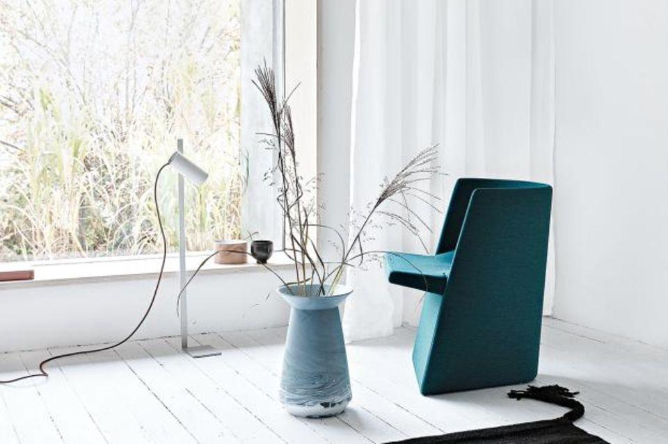Lich im Haus - leichte Vorhänge und Stehleuchte