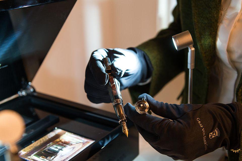 Tag der Maufakturen in Berlin - Handarbeit bei Graf von Faber Castell Collection