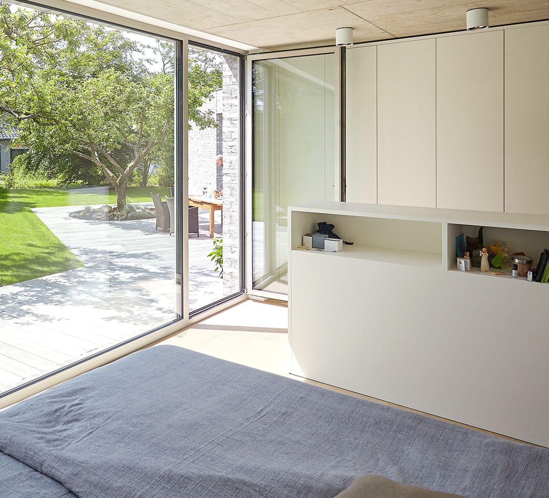 Schlafzimmer mit Gartenblick