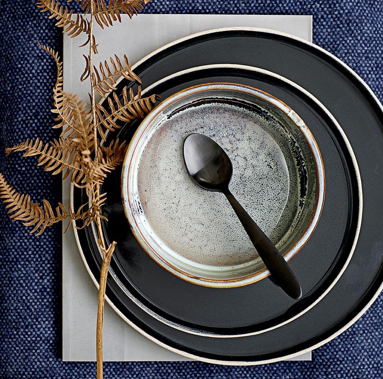 Geschirr in Handmade-Optik von Bloomingville