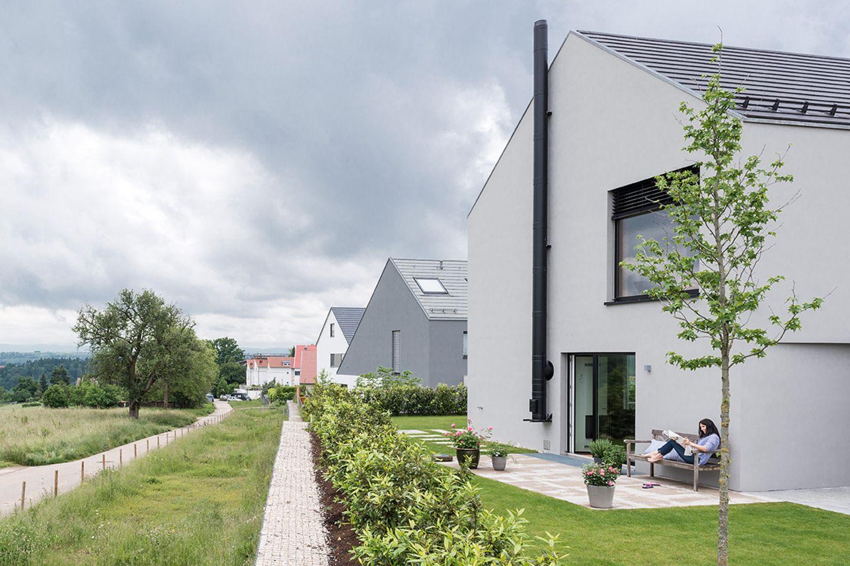 Haus des Jahres 2016: Minimalistisches Satteldachhaus -  außen