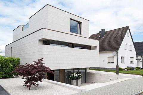 Haus des Jahres 2016: Modernes Einfamilienhaus mit Souterrain und Hochparterre