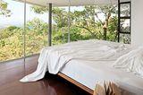 Costa Rica: Hangvilla auf Stahlstelzen - Schlafzimmer