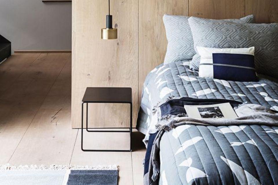 Schlafzimmer mit Textilien und Deko von Ferm Living