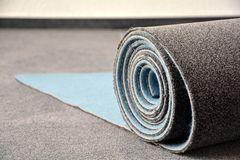 Mietwohnung: Teppich verlegen