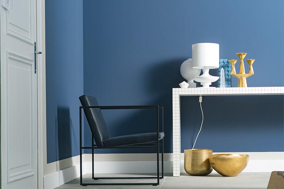Blaue Wandfarbe aus der SCHÖNER WOHNEN-Kollektion