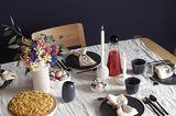 SCHÖNER WOHNEN-Shop: Ostertisch mit Porzellan und Steingut