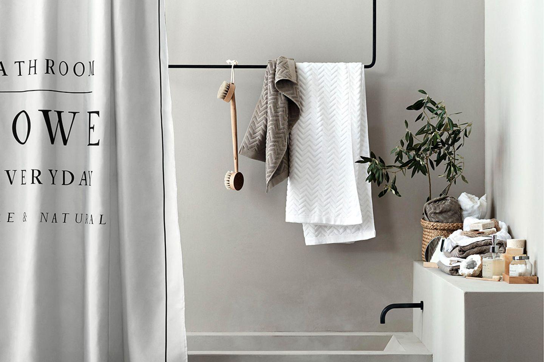 Duschvorhang mit Textdruck von H&M