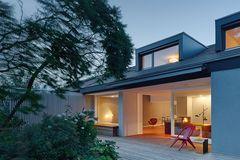 Modernisiertes 60-Jahre-Doppelhaus: Totale