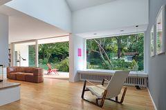 Modernisiertes 60-Jahre-Doppelhaus: Wohnraum