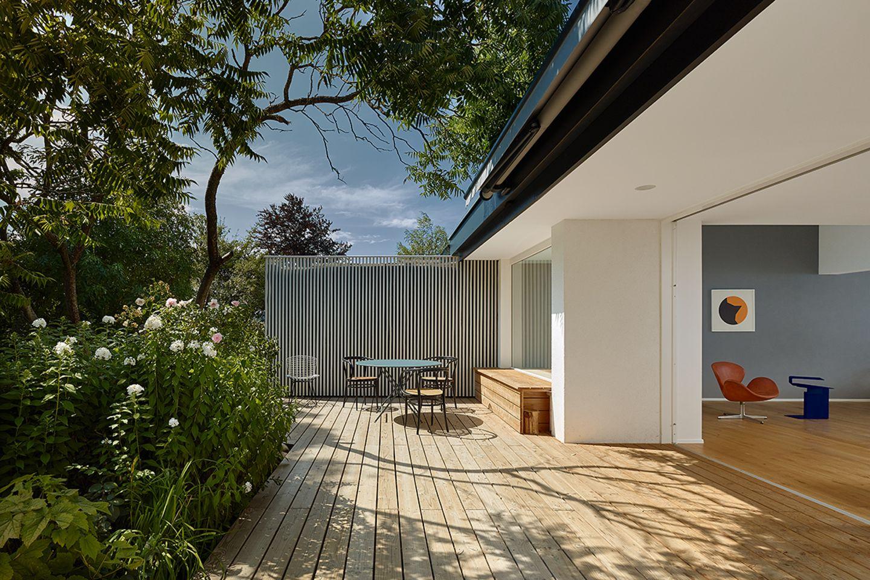 Modernisiertes 60-Jahre-Doppelhaus: Terrasse