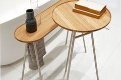 """Tisch im Bad: """"Tray"""" von Ibani"""