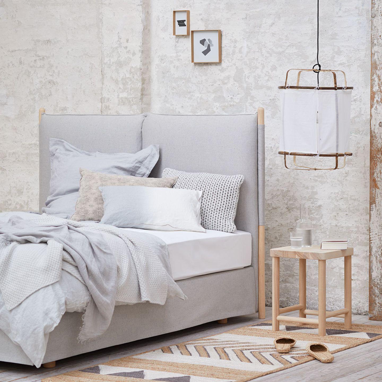 Schlafzimmer eingerichtet nach Wabi-Sabi