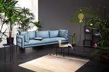 """Sofa """"Pepe"""" von Bolia umgeben von großen Zimmerpflanzen"""