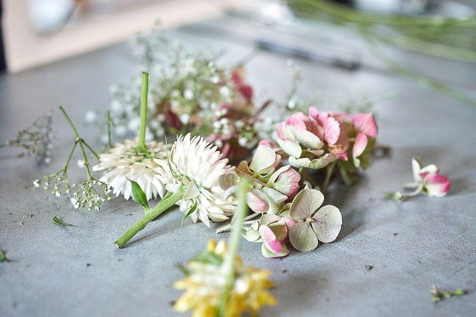 Blumenkranz binden: Schritt 1