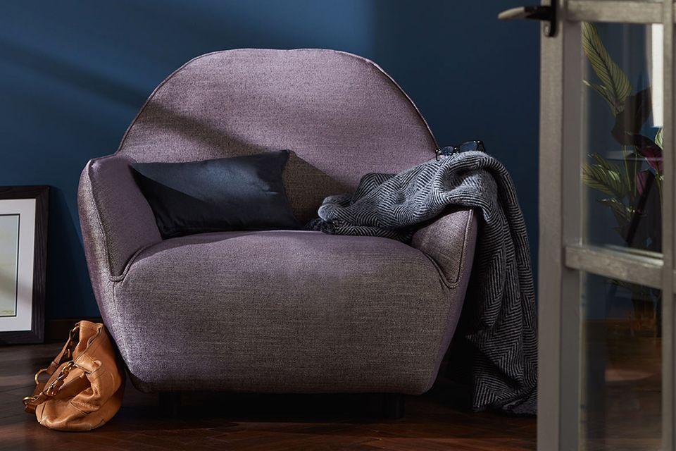 """In den neuen Farben: Sessel """"Hs.480"""" von Hülsta Sofa."""