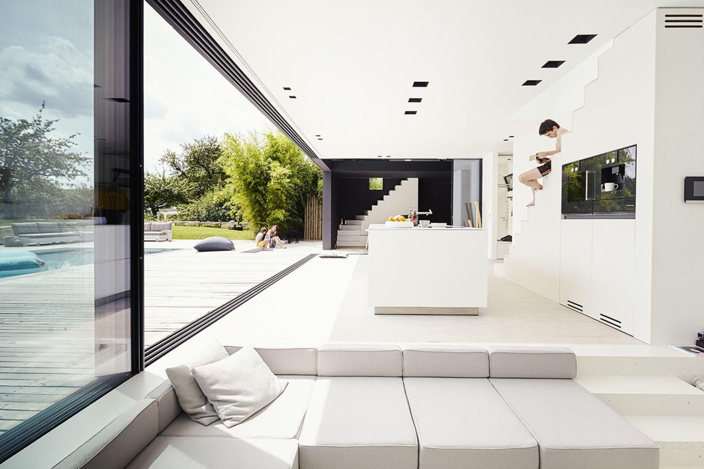 Architektenhaus: Ferienhaus aus Leichtbeton - Wohnraum und Terrasse