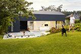 Architektenhäuser: Ferienhaus aus Leichtbeton - Garten