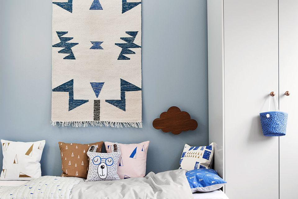 """Kelim-Teppich """"Blue Triangles"""" von Ferm Living"""