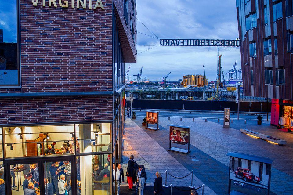 Auf 800 Quadratmeter Ladenfläche, gelegen am Hamburger Überseeboulevard, werden die Produkte von Ikono in maritimer Kulisse erlebbar.