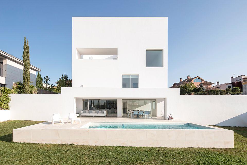 HÄUSER 06/2017 - Villa in Madrid: Gartenansicht