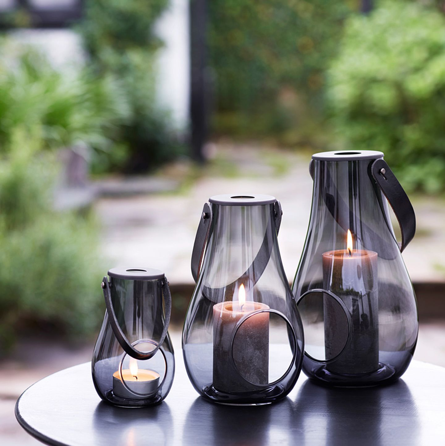 """Windlicht """"DWL"""" von Holmegaard mit grau getöntem Glas"""