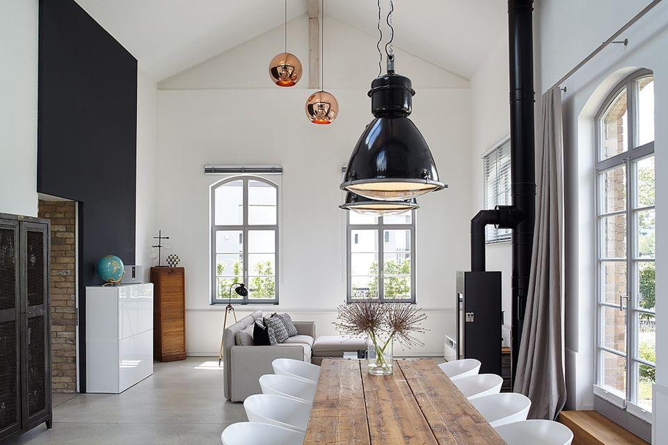 Trafogebäude wird Wohnhaus: Innenausbau im Industrie-Look