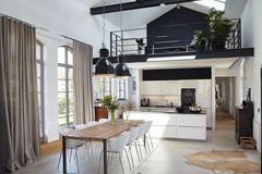 Trafogebäude wird Wohnhaus: Freiraum im Wohnbereich