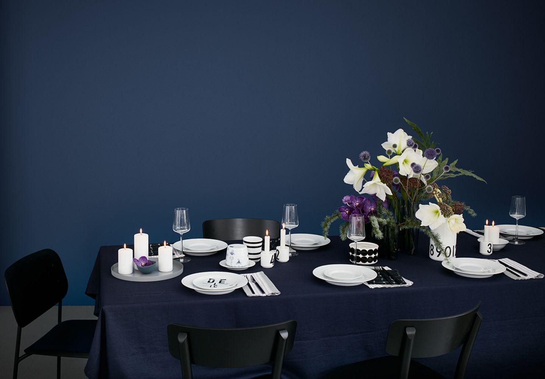 Tischdeko in schwarz, Weiß und Blau