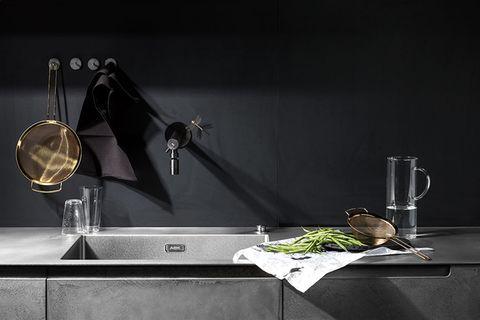Wandfarben in der Küche: Schwarz