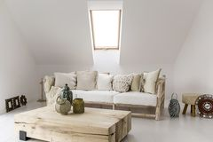 Dachschräge: Sitzecke mit Sofa
