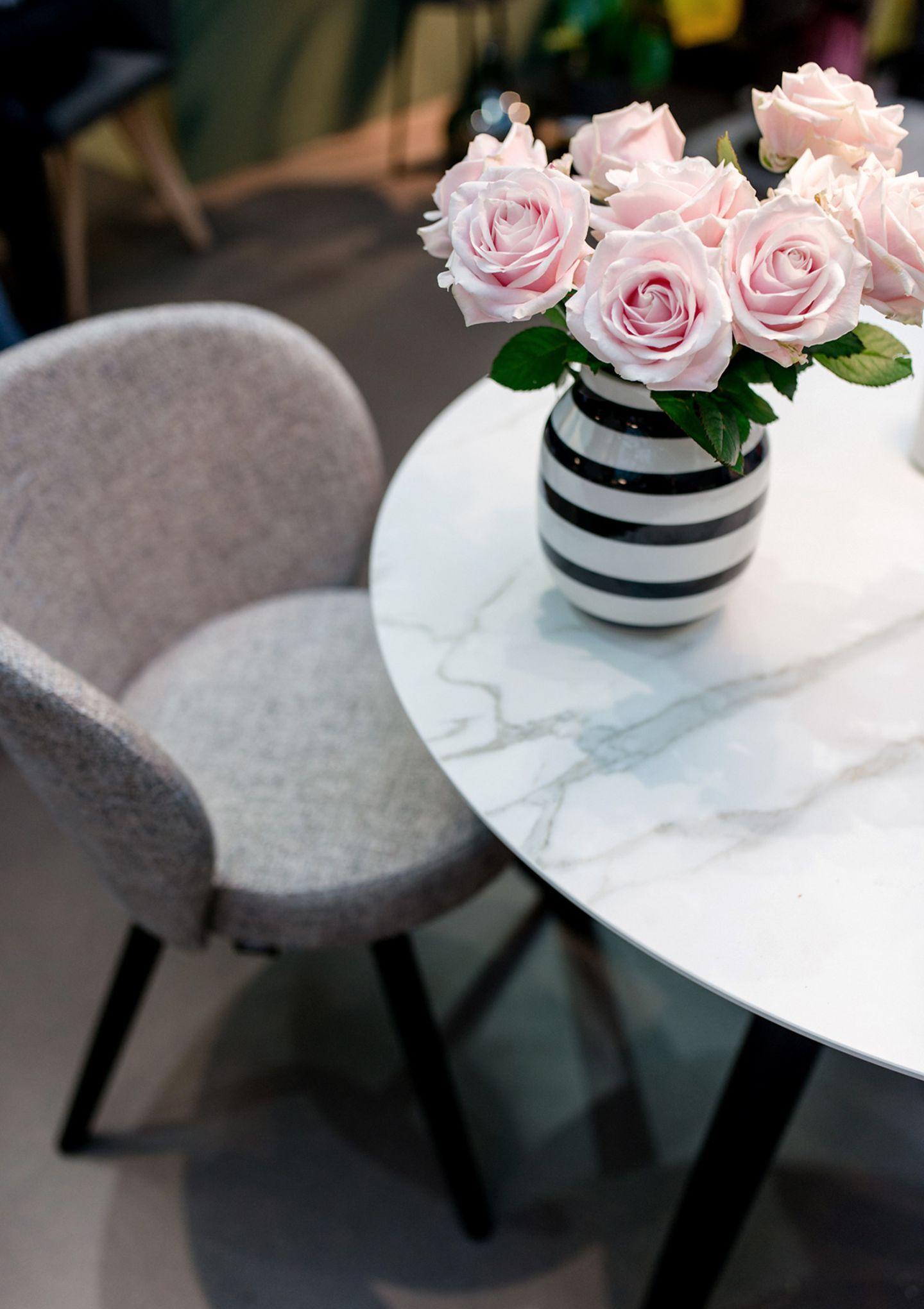 """Tisch """"ROUND"""" und Stuhl """"TURN"""" aus der SCHÖNER WOHNEN-Kollektion"""
