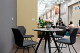 """Tisch """"ROUND"""" und Stuhl """"HONEY"""" aus der SCHÖNER WOHNEN-Kollektion"""