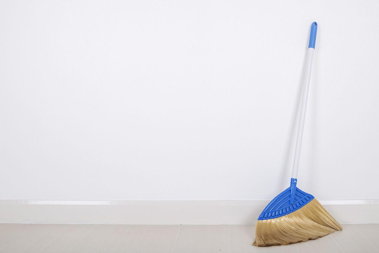 Tipps für Wände weiß streichen - Wände reinigen