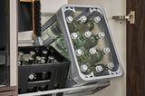 Getränkekisten-Halterung von Leicht im Hauswirtschaftsraum