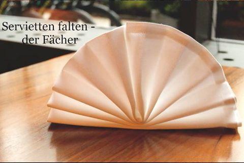 Servietten falten: der Fächer