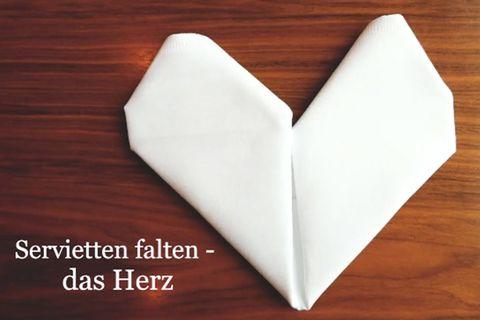 Servietten falten: das Herz