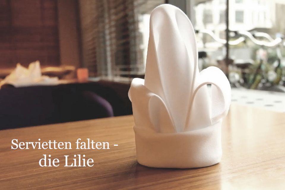 Video: Servietten falten - Lilie