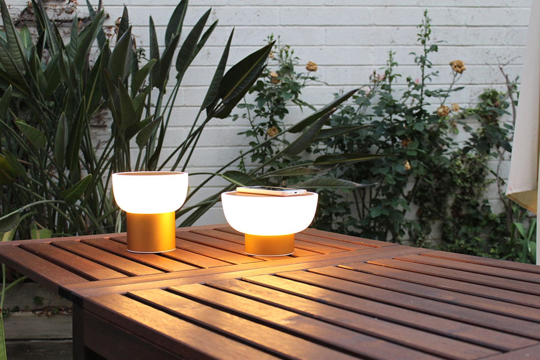 """Kabellose LED-Leuchte """"Patio"""" von Almalight mit rutschsicherem Silikonfuß"""