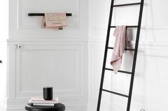 """Kleines Bad: Handtuchhalter """"Norm Bath"""" von Menu"""