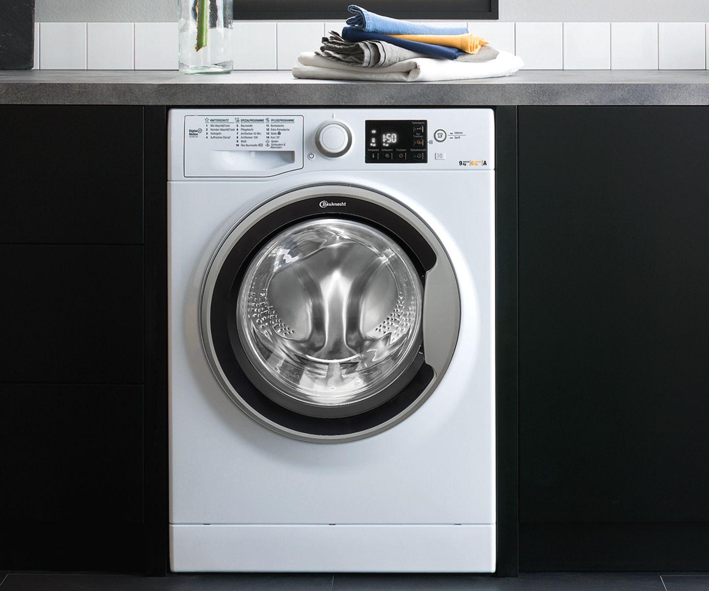 Kleines Bad: Waschtrockner von Bauknecht