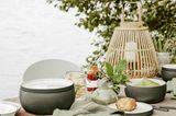 Draußen den Tisch decken - Gartenparty