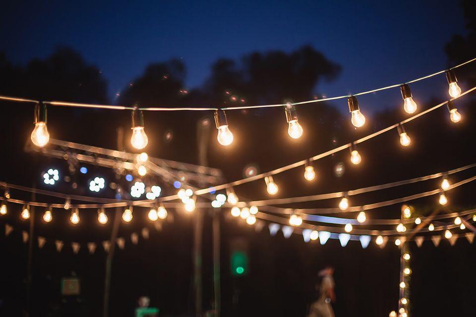 Lichterketten für das Gartenfest